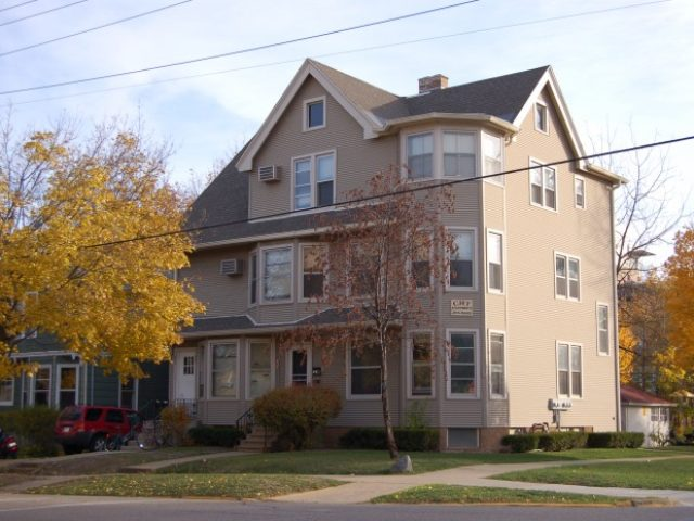 221 S. Mills St. #1N- Sublet available 10/1/2020!
